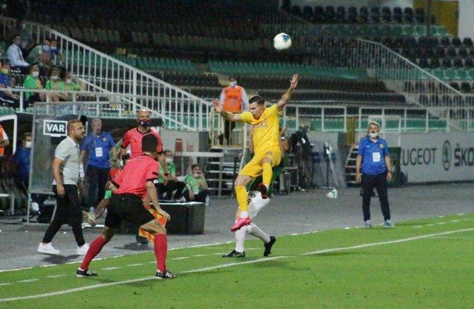 Denizli'de ilk yarıda gol sesi çıkmadı