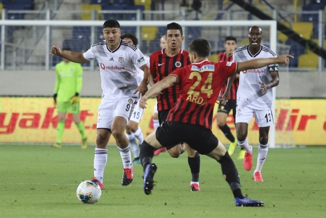 Gençlerbirliği: 0 - Beşiktaş: 0 (İlk Yarı sonucu)