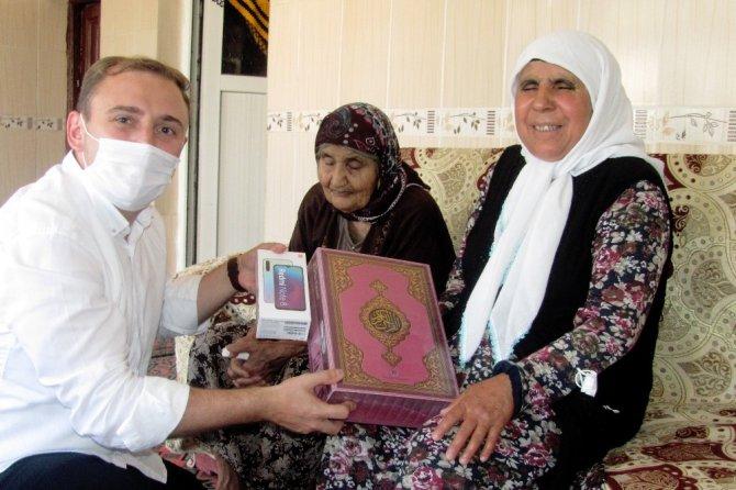 Görme engelli kadın Kur'an-ı Kerim'i elektronik ortamda ezberleyecek