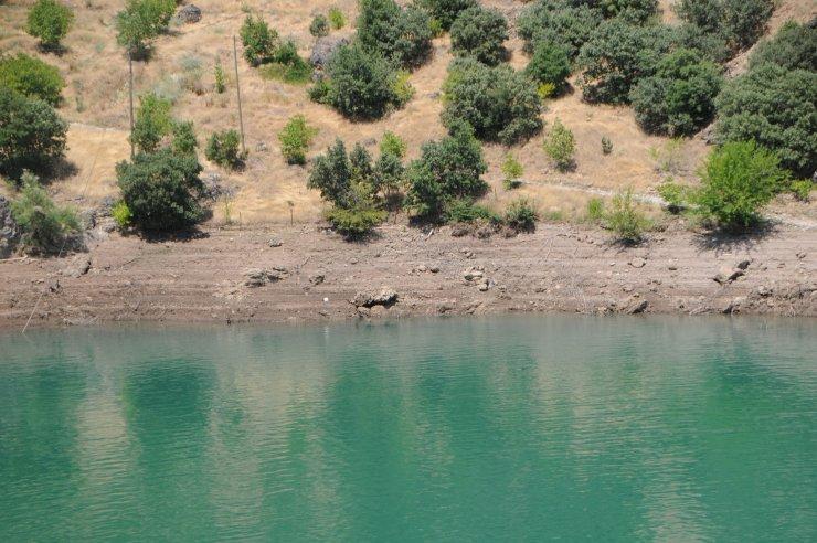 Gülistan'ın arama çalışmalarının sürdüğü baraj gölündeki su seviyesi 6 metre düştü