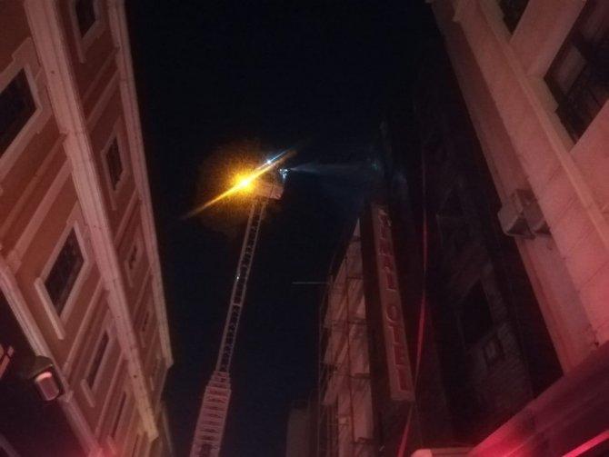 İzmir'de korku dolu anlar: 5 katlı otelde yangın çıktı