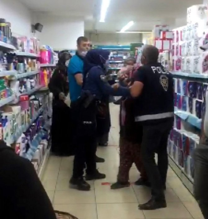 Konya'da markette kadınların düdüklü tencere kavgası