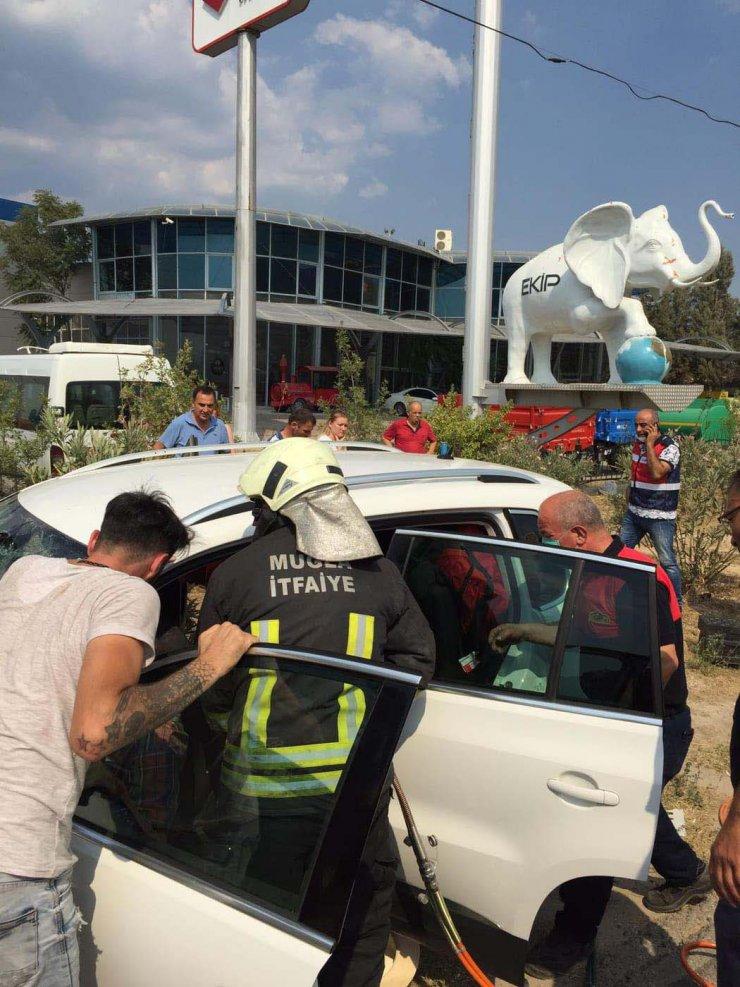 Tatilden dönen ailenin otomobili kepçeye çarptı: 6 yaralı