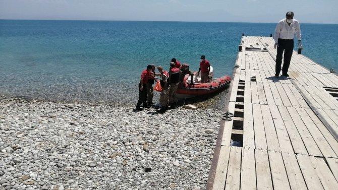 Van Gölü'nden çıkan cenaze sayısı 61'e yükseldi