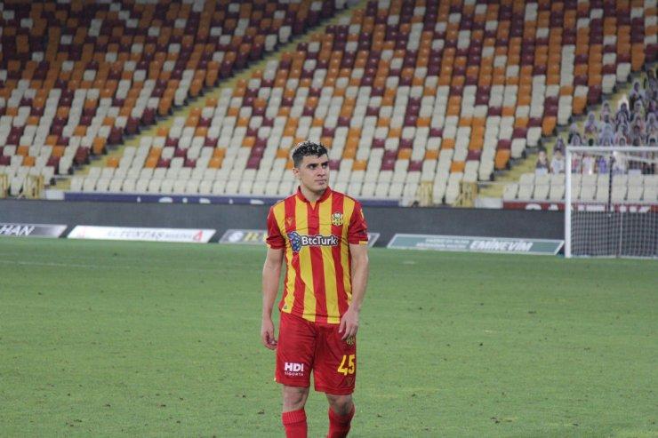 1'inci Lig'e düşen Yeni Malatyasporlu futbolcular maç sonunda ağladı