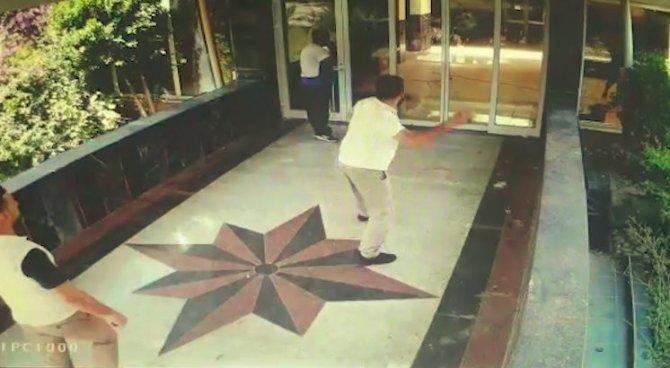 Antalya'da 4 yıldızlı otele taşlı ve tahralı saldırı