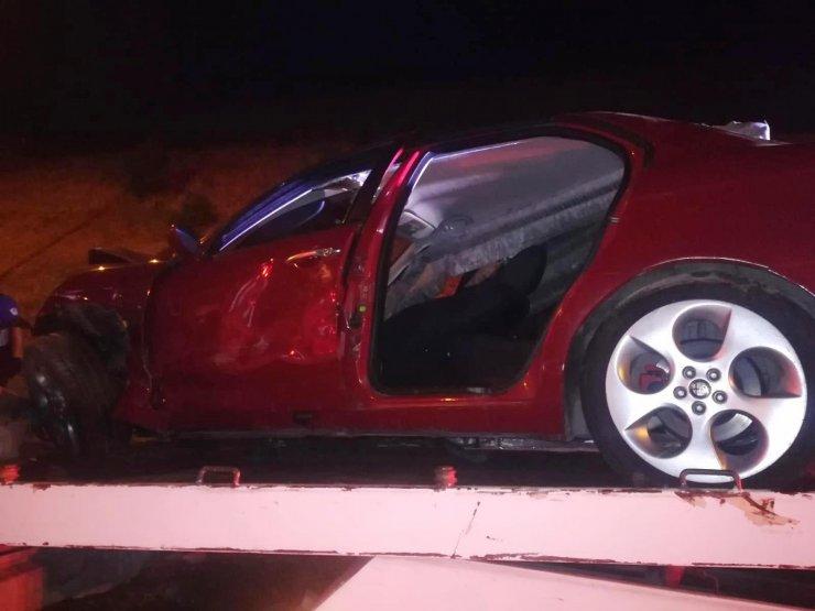 Bariyerlere çarpan otomobilin sürücüsü yaşamını yitirdi