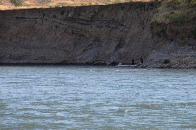 Bayram tatili için geldi, Dicle Nehri'nde akıntıda kayboldu