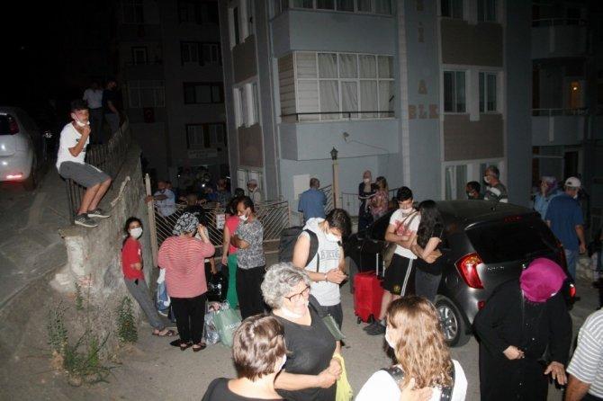 Bursa'da 9 katlı binanın kolonu patladı, vatandaşlar deprem oldu sandı