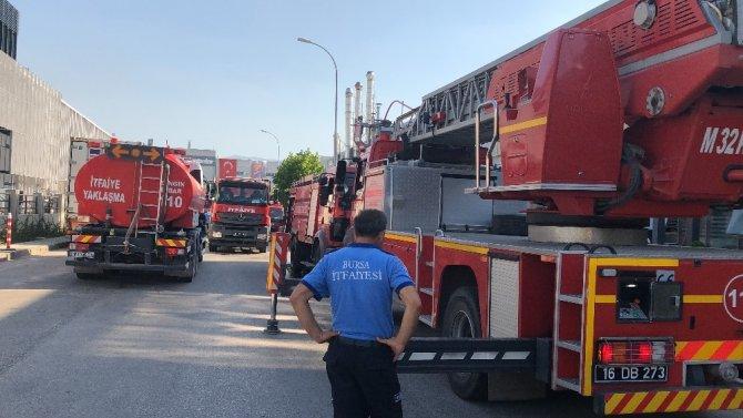 Bursa'daki tekstil fabrikası yangını kentin birçok noktasından görüldü