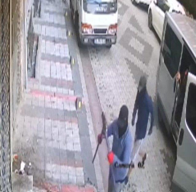 İş yerlerinden hırsızlık yapan şüpheliler kamerada