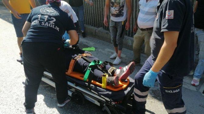 Kocaeli'de iki otomobil çarpıştı: 2 yaralı