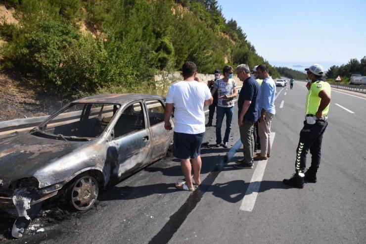 Otomobildeki alevler ormana sıçradı, yangın 2 saatte söndürüldü