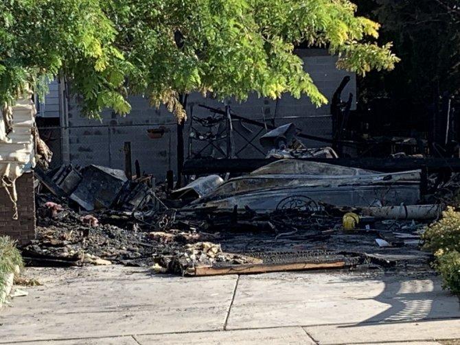 Uçak evin üzerine düştü: Biri bebek 3 ölü, 4 yaralı