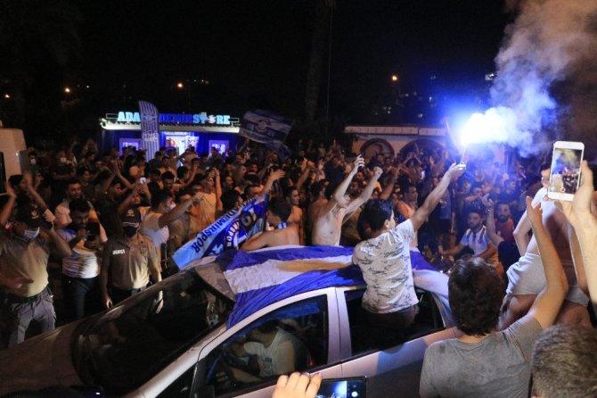Adana Demirspor taraftarlarından coşkulu final kutlaması
