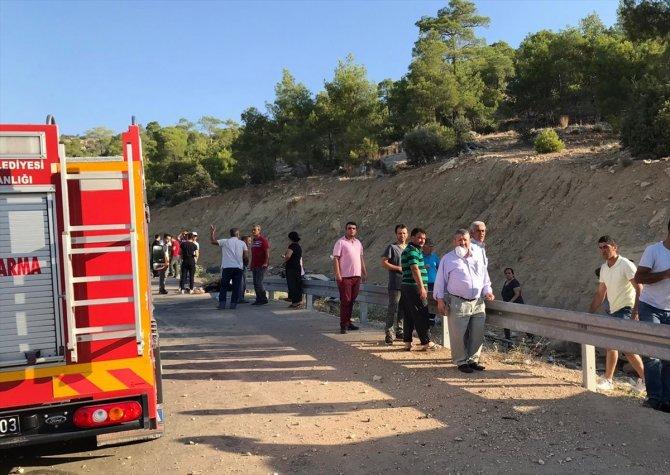 Mersin'de askerleri taşıyan otobüs devrildi