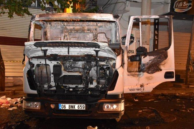Diyarbakır'da Bağlar Belediyesinin temizlik aracına silahlı saldırı