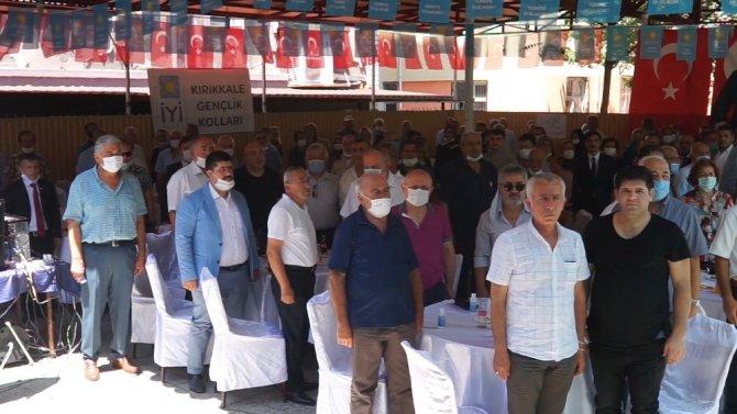 """İYİ Parti İl Kongresinde """"sosyal mesafe"""" hiçe sayıldı"""