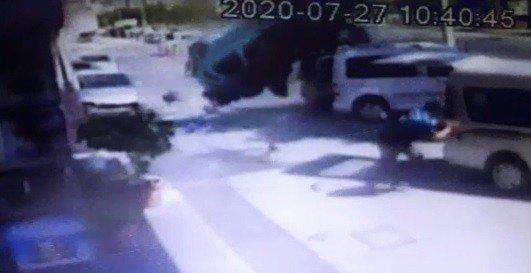 İzmir'de takla atan araç 8 araca çarptı
