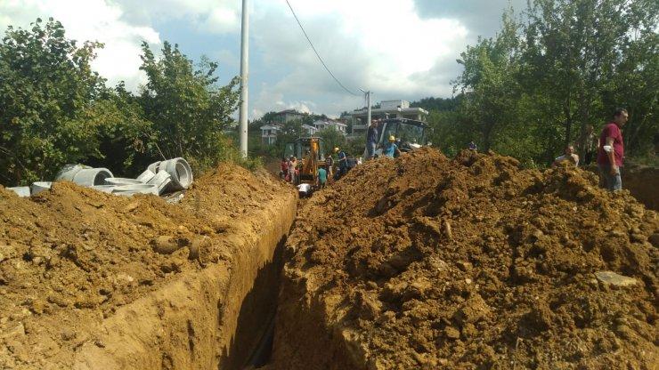 Kanal çalışmasında toprak altında kalan işçi kurtarıldı