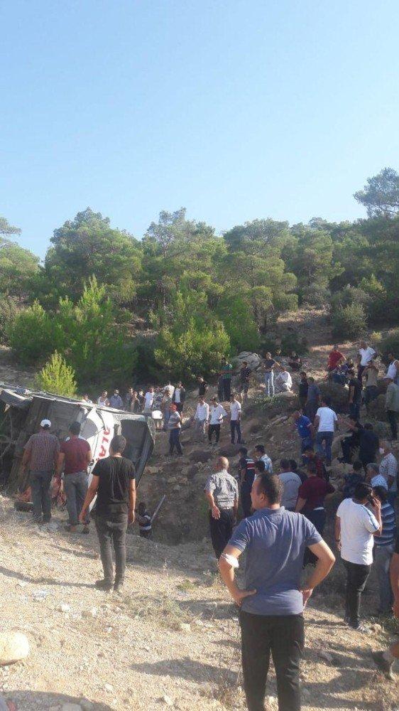 Mersin'de askerleri taşıyan otobüs devrildi: Çok sayıda yaralı