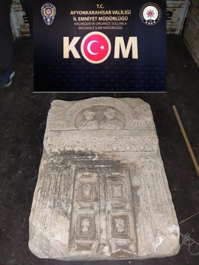 Mezar taşını dahi çalan define avcılarına polis operasyonu