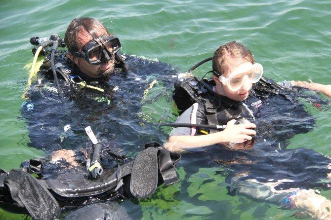 Milli yüzücü down sendromlu sporcular Beyşehir Gölü'ne dalış yaptı