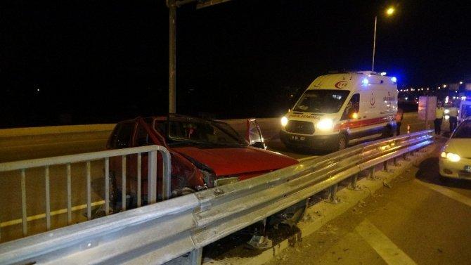 Otomobil bariyere çarptı: 2 yaralı