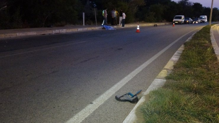 Otomobilin çarptığı elektrikli bisikletteki baba öldü, oğlu ağır yaralandı
