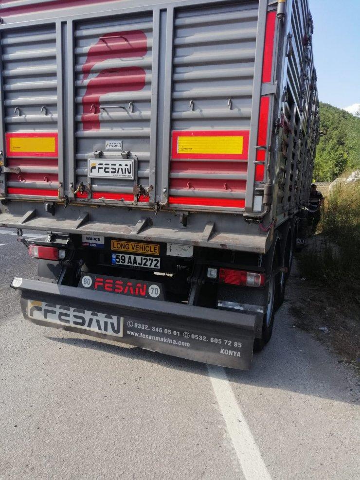 TIR ile çarpışan otomobildeki 2 kişi yaralandı