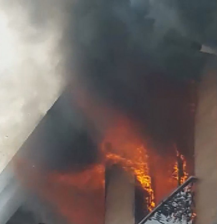 Tophane'de korkutan yangın
