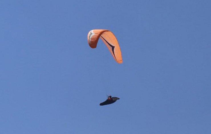 Yamaç paraşütüyle 9 saatte Denizli'den Eskişehir'e uçup, rekor kırdı