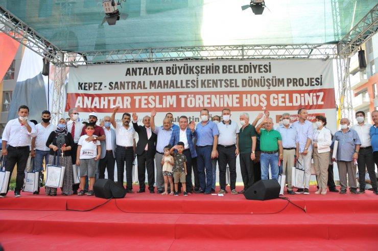 Antalya'da kentsel dönüşümde ilk anahtarlar teslim edildi