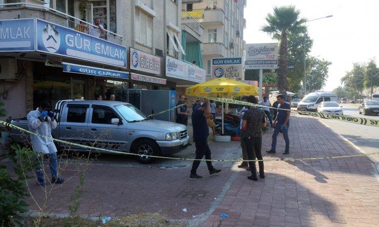 Antalya'da polis merkezi önünde silahlı saldırı: 3 yaralı