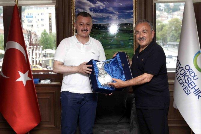 Başkan Büyükakın, belediye başkanları ile Ordu'da buluştu