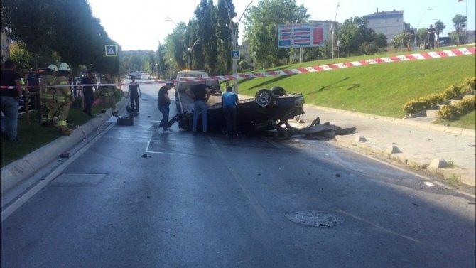 İstanbul'da  feci kaza: Takla atan aracın içinden fırladı