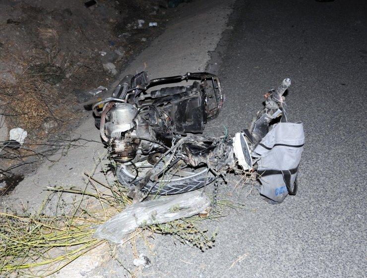 Otomobil ile çarpışan motosikletteki 2 kişi öldü