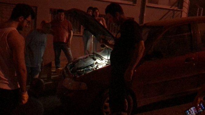 Otomobilin motoruna sıkışan kediyi itfaiye kurtardı