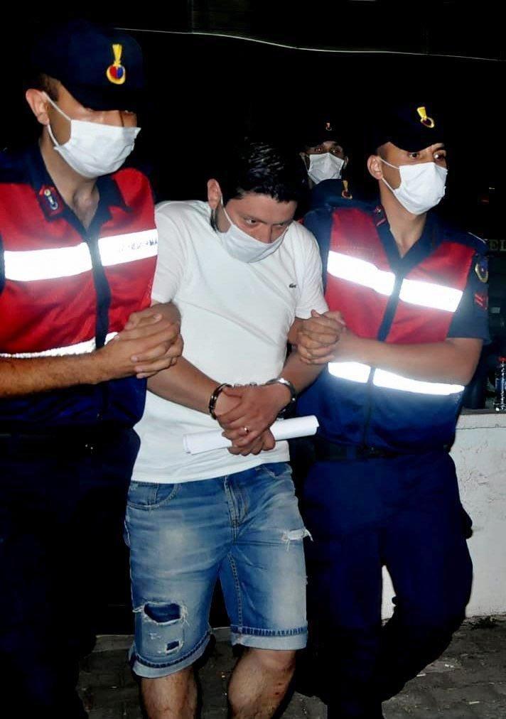 Pınar'ın katilinin iş yerinin camındaki yazı silindi, gazeteler kaldırıldı