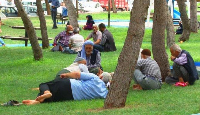 Şanlıurfa'da sıcak hava bunalttı