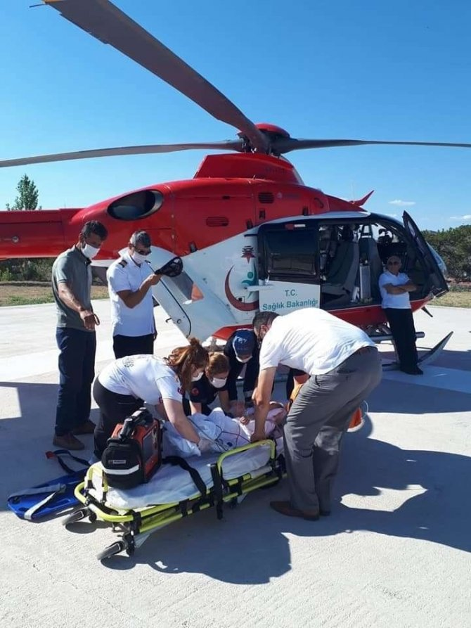 Üzerine televizyon düşen bebek helikopterle Ankara'ya gönderildi
