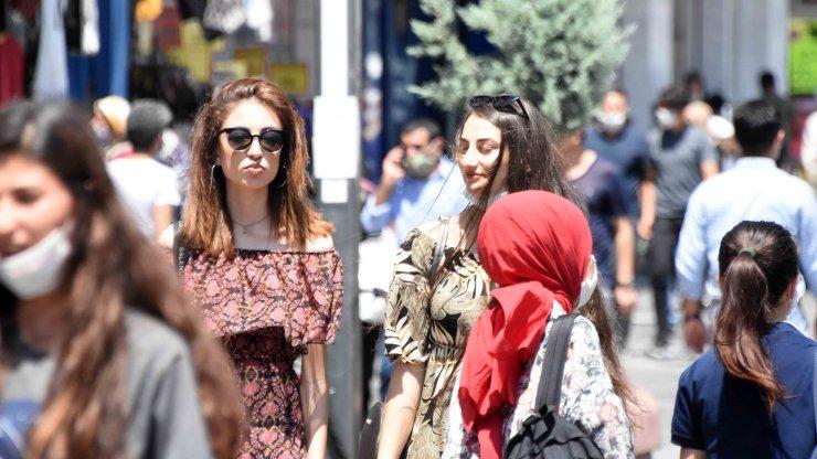 Vaka sayısının arttığı Konya'da, maske ve sosyal mesafe unutuldu