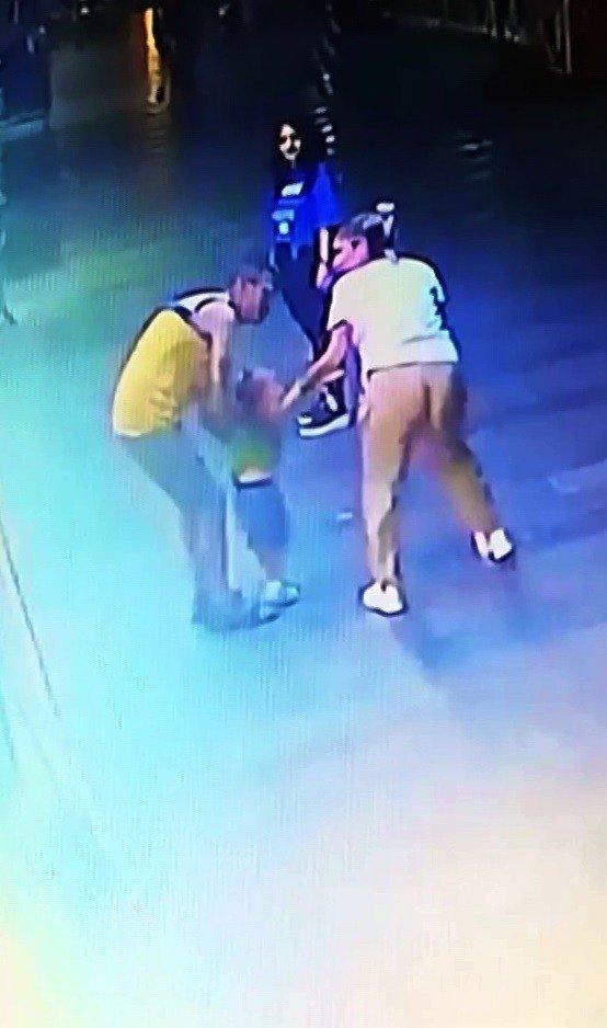 """Kaçırmaya çalıştığı iddia edilen çocuğu """"Seni Süperman yapayım mı"""" diye susturmaya çalışmış"""