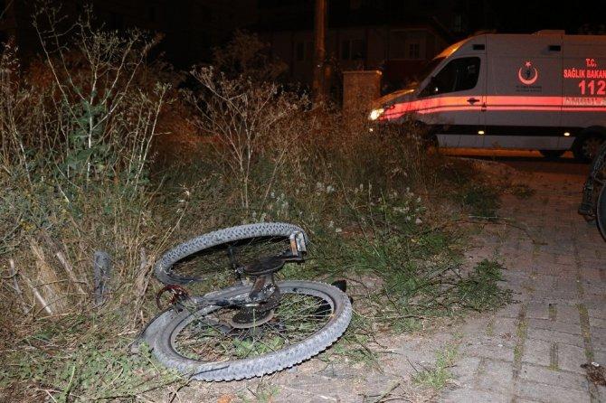 Kaza yaptığı bisikletin freni bacağına saplandı
