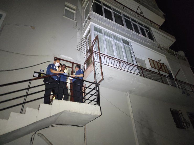 Yalnız yaşayan genç evinin giriş kapısında ölü bulundu