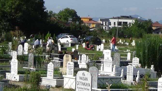 Bayram öncesi mezarlıklar doldu taştı