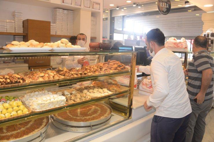 Diyarbakır'da tatlıcıların bayram mesaisi