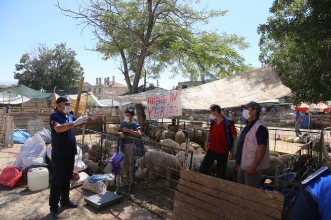 Ereğli Belediyesi ekipleri hayvan pazarında denetim yaptı