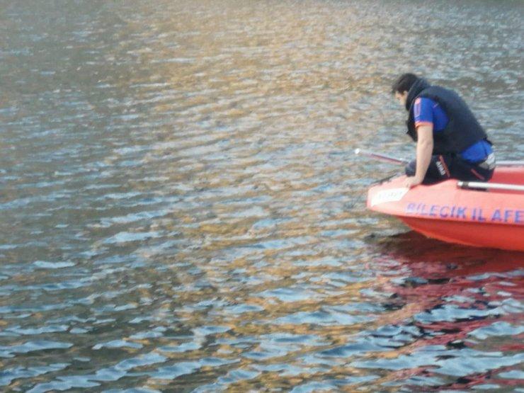 Gölete giren kızını kurtarmak isteyen anne boğuldu, kızı aranıyor