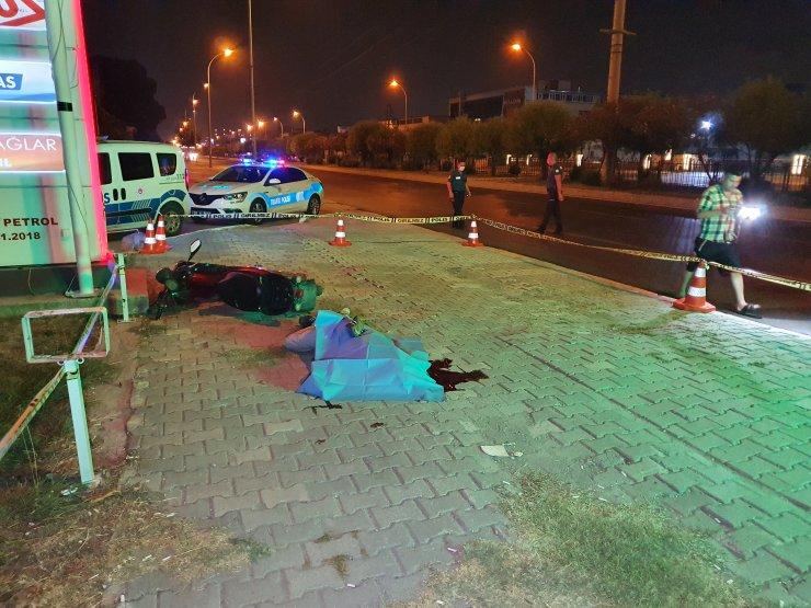 Kaldırıma devrilen elektrikli motosikletin sürücüsü öldü